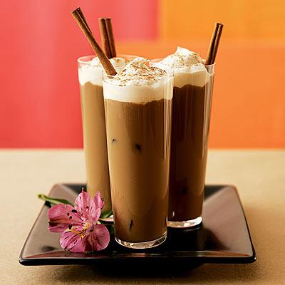В жаркий летний день освежающий и тонизирующий кофейный коктейль...
